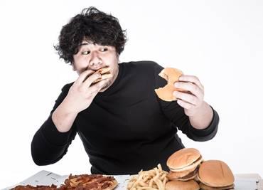 胃もたれの原因となる食事と食べ方
