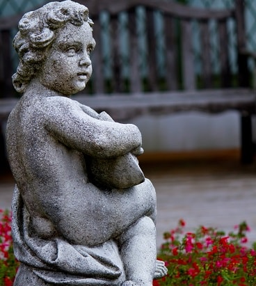 石で作られた人形